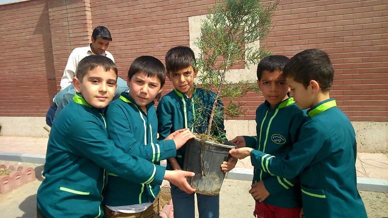 دانش آموزان آموزشگاه آزادی ، پرسش مهر15 ، کمبود آب سال تحصیلی 94-93